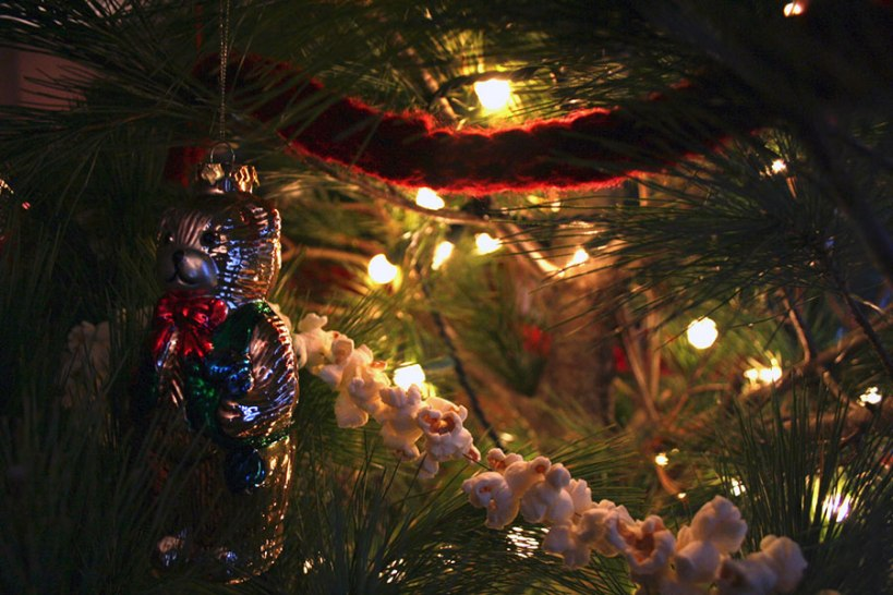 Popcorn and finger knitting decorate the tree