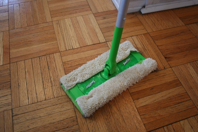Swiffer with chenille cloth